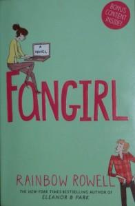 Kirjavarkaan tunnustuksia -kirjablogi: Rainbow Rowell - Fangirl